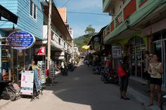 *Shopping in Koh Tao, Thailand
