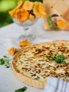 Satokauden Pekoni-Sienipiirakka Fall Recipes, Quiche, Camembert Cheese, Nom Nom, Baking, Breakfast, Cake, Food, Autumn