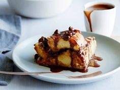 This bread pudding is heavenly and sinful at the same time. I use dense, rich challah bread that sets into a creamy soft custard. But it's the chocolate and raisins layered in between the slices of bread that really make the dish. Challah Bread Pudding, Chocolate Bread Pudding, Bread Puddings, Pudding Cake, Chocolate Chocolate, Chocolate Raisins, Pudding Recipes, Dessert Recipes, Bread Recipes