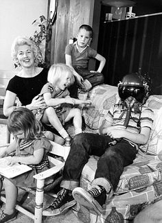 In the 1960s, while Nasa's astronauts performed heroics in space, back on earth their wives became celebrities | Mail Online
