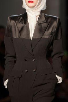 Detailed photos of Jean Paul Gaultier Haute Couture Fall 2014 Muslim Fashion, Modest Fashion, High Fashion, Fashion Dresses, 50 Fashion, Runway Fashion, Jean Paul Gaultier, Style Couture, Haute Couture Fashion