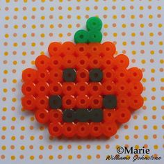 Perler Bead Patterns and Ideas Jack 'O' Lantern and Pumpkin Perler Bead Pattern for HalloweenJack 'O' Lantern and Pumpkin Perler Bead Pattern for Halloween Perler Bead Designs, Pearler Bead Patterns, Perler Patterns, Pearler Beads, Halloween Beads, Halloween Crafts, Halloween Patterns, Hama Beads Disney, Fusion Beads