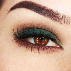 Green makeup for brown eyes #makeuptips Smokey Eye Makeup, Skin Makeup, Makeup Eyeshadow, Brown Eyes Makeup, Brown Eyes Eyeshadow, Eyeshadow Base, Eyemakeup For Brown Eyes, Green Eyeshadow Look, Dark Eye Makeup