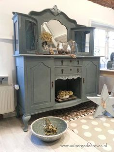 Chalk Paint® mix of Aubusson Blue and French Linen by Annie Sloan Stockist Auberge des Reves in the Netherlands Furniture, Redo Furniture, Painted Furniture, Furniture Decor, Chippy Painted Furniture, Rustic Furniture, Recycled Furniture, Furniture Inspiration, Home Decor Furniture