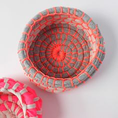 Step by step photo instructions and tutorial to make these gorgeous neon coil bowls. A great handmade holiday gift!