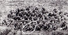 The defenders of Rorke's Drift (Number 25B/81 Sergeant Henry Gallagher circled). 351 Zulu bodies were counted after the battle, but it has been estimated that at least 500 wounded and captured Zulus might have been massacred as well. Having witnessed the carnage at Isandlwana, the members of Chelmsford's relief force had no mercy for the captured, wounded Zulus they came across. Military Art, Military History, World War I, World History, Ww1 Soldiers, Wwi, Bataan Death March, British Uniforms, Royal Engineers