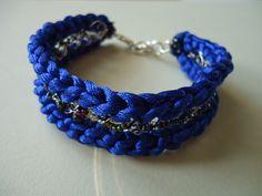 Bilibì: Bracciale in cordoncino, filo argentato e perline