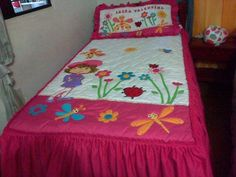tendido                                                       … Wool Applique, Applique Patterns, Applique Quilts, Quilt Patterns, Cute Quilts, Lap Quilts, Quilting Projects, Sewing Projects, Butterfly Quilt