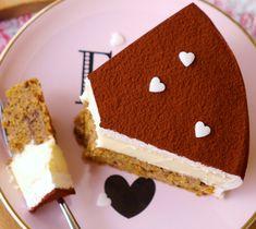 Rübli-Eierlikör-Torte Cute Easter Desserts, Easter Cookie Recipes, Traditional Easter Desserts, Easter Cheesecake, Baking Recipes, Dessert Recipes, Eggnog Cake, Chocolate Desserts, Sweet Recipes