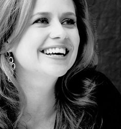 Jenna Fischer  Jenna just looks so effortlessly pretty and totally approachable here.