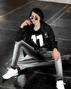 Frauen Bomberjacke schwarz Sporty, Style, Fashion, Sweat Pants, Jackets, Woman, Swag, Moda, Fashion Styles