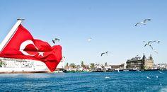 توفر تركيا فرص هامة للمستثمرين الأجانب بسبب توضعها الجغرافي الفريد من نوعه بالإضافة لتاريخها العريق كمهد للعديد من الحضارات. إذ لا تقتصر فرص الإستثمار هذه على السوق المحلي التركي المتميز بفاعلية مستمرة، بل تتجاوزه إلى الأسواق في الشرق الأوسط وأوروبا.