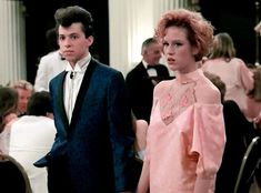 Pretty in pink: The hottest styles and colors for '80s prom dresses (1986) - #vintage #prom #vintageprom #vintagefashion #80s #eighties #clickamericana Teen Fashion, Retro Fashion, Fashion Beauty, Vintage Fashion, 80s Prom, Pink Floyd Dark Side, Pink Foods, Vintage Prom, Vintage Movies