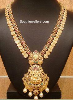 Kasu Haram with Lakshmi Pendant - Indian Jewellery Designs Gold Haram Designs, Gold Earrings Designs, Gold Jewellery Design, Necklace Designs, Gold Jewelry, Gold Necklace, Bridal Jewelry, Jewelry Sets, Mango Necklace