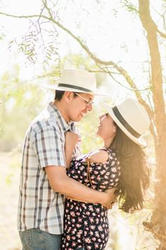 ¿Necesitas ideas para este 14 de febrero? Tenemos las mejores- #Matrimoniocompe #Matrimonio #Amor #Romantico #Couple #Cutecouple #Pareja #Novios #RecienCasados #SanValentin #ValentinesDay #14deFebrero Article Search, Panama Hat, Ideas, Fashion, Saints, Amor, February, Valentines, Couples