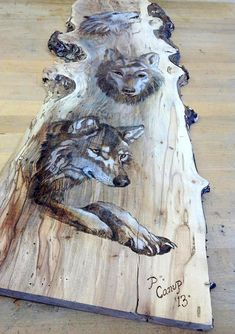 Wolves Pyrography This could be done with Jack, Maci and Rudy or Piper, Bug and Mr Grady Wood Burning Crafts, Wood Burning Patterns, Wood Burning Art, Wood Crafts, Arte Country, Wood Creations, Into The Woods, Pyrography, Wood Carving