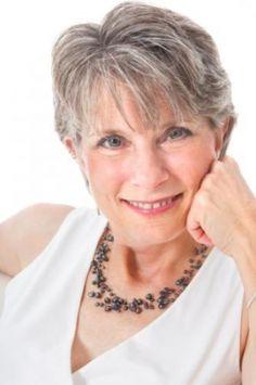 Coupe tendance pour femme aux cheveux gris Cheveux