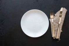 empty white plate and cutlery mockup
