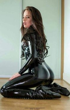 Latex & Leather Modeling - Collection by idleBG Sexy Latex, Latex Wear, Latex Babe, Pvc Fashion, Latex Fashion, Womens Fashion, Leather Catsuit, Latex Girls, Lady