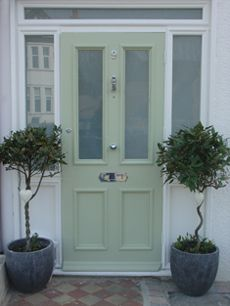 Another choice by the doors Cottage Front Doors, Victorian Front Doors, Green Front Doors, Porch Doors, Front Door Colors, Entrance Doors, Front Door Decor, Porch Entrance, Front Door Planters