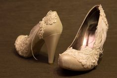 Fancy wedding shoes with lace and feather by SHOERASHOES on Etsy, $85.00