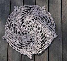 Zpagetti crochet rug