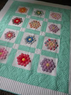 Sew Kind Of Wonderful: Annette's Quilts.  Love, love, love it!