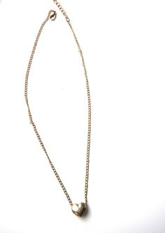 This cute statement necklace is super cute. In this article I show a necklace with a crystal, an hanger, a choker and more. This necklace is pretty long but also very beautiful. Check the article out for more information.