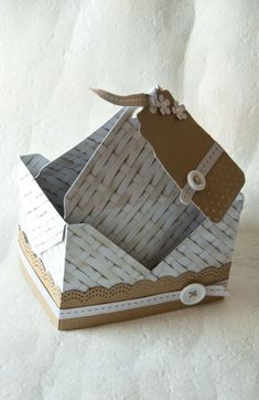 scrapbooking idea for basket with envelope punch board ♥ Envelope Punch Board Projects, Envelope Maker, Stampin Up Anleitung, Boxes And Bows, Craft Box, Craft Ideas, Decoupage, Fancy Fold Cards, Paper Punch