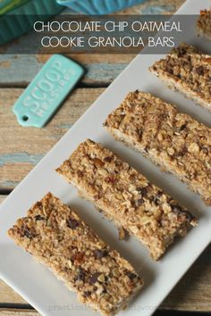 Chocolate Chip Oatmeal Cookie Granola Bars-like a cookie, but in bar form: and super healthy!