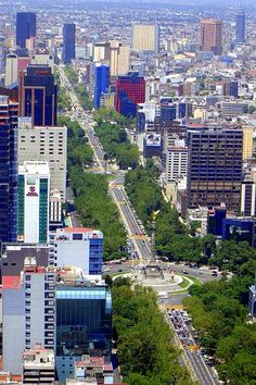 Fascinating Mexico City - http://www.travelandtransitions.com/our-travel-blog/mexico-2006/mexico-travel-desde el castillo de chapultepec se ve asi la avinida reforma mexico-city-3/