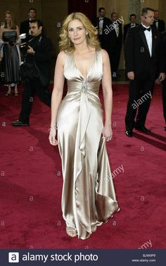 Liv Tyler Style, Event Dresses, Formal Dresses, Los Angeles Usa, Julia Roberts, Body Types, Dress Skirt, Theatre, Hair