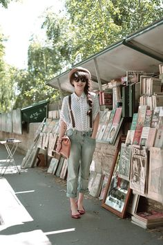 Cute casual style. I wonder if I can pull off wearing suspenders. Hm. Not in high school :P