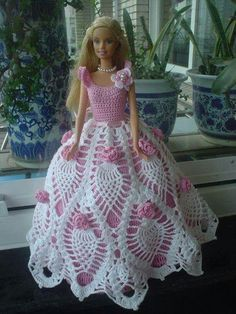 Résultat d'images pour Free Crochet Patterns for Barbie Doll Dresses Crochet Barbie Patterns, Crochet Doll Dress, Barbie Clothes Patterns, Crochet Barbie Clothes, Doll Dress Patterns, Crochet Doll Pattern, Knitted Dolls, Knitting Patterns, Barbie Gowns