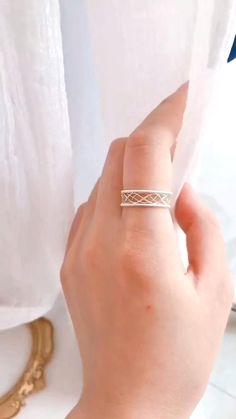 Diy Silver Rings, Diy Wire Jewelry Rings, Diy Beaded Rings, Wire Jewelry Making, Wire Jewelry Designs, Handmade Wire Jewelry, Diy Crafts Jewelry, Wire Wrapped Jewelry, Beaded Jewelry