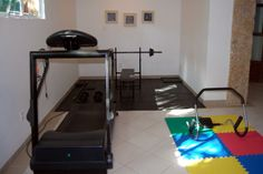 Em um pequeno espaço você pode montar sua sala de fitness e treinar um pouquinho por dia. A ordem é nada de ficar parado!!!