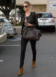 All black leather outfit with camel ankle boots Rosie Huntington Whiteley, Casual Chic, Camel Ankle Boots, Brown Boots, Suede Boots, Cooler Look, Looks Black, Love Fashion, Womens Fashion