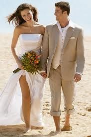 Great bride and groom outfits for a beach wedding