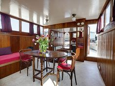 Perfect Houseboat for a Spring/Summer break in Amsterdam.