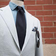 Denim work shirt with a black knit tie and seersucker sportscoat. Knit Tie, Work Shirts, Black Knit, Seersucker, Dandy, Trending Memes, Gentleman, Compliments, Style Inspiration