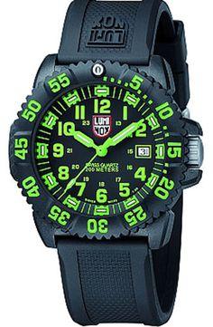 Hold styr på tiden både dag og nat med dette ur fra Luminox