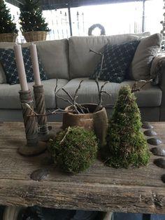 landelijk wonen bij 't Ketheltje – Antje Haas – Bild Natural Christmas, Cozy Christmas, Rustic Christmas, Xmas, Navidad Natural, Christmas Living Rooms, Deco Floral, Rustic White, Wabi Sabi