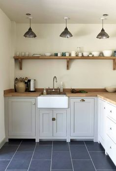 Home Decor 2018 The Pembridge Shaker Kitchen by deVOL is a pretty kitchen in a country cottage. We love those pendant lights.Home Decor 2018 The Pembridge Shaker Kitchen by deVOL is a pretty kitchen in a country cottage. We love those pendant lights. New Kitchen, Kitchen Dining, Kitchen Decor, Kitchen Cabinets, Wooden Worktop Kitchen, Kitchen Storage, Shaker Cabinets, Grey Cabinets, Cream And Oak Kitchen
