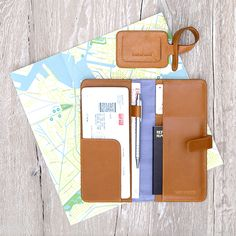 Travel Organizer & Luggage Tag Caramel - LOST & FOUND accessoires Travel Organization, Lost & Found, Travel Accessories, Caramel, Notebook, Make It Yourself, Objects, Accessories, Sticky Toffee