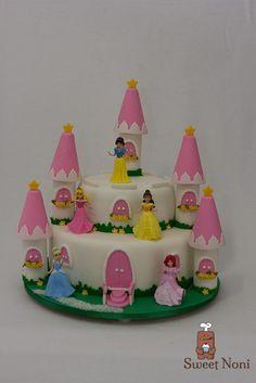 The Princess's Castle Cake, for a little princess Beatriz