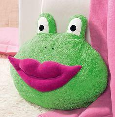 Frosch-Kissen zum Selbermachen: Ob sich dieser süße Frosch mit Kussmund wohl in einen Märchenprinzen verwandelt? So kann man das hübsche Kissen selbst nähen. © Christophorus Verlag