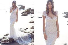 Vestido de noiva na praia com cauda