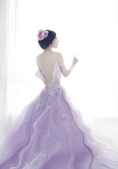 Nowadays lots of people would like to have a Halloween wedding to celebrate the festival and at the same time take advantage of . Lilac Wedding, Dream Wedding Dresses, Wedding Gowns, Wedding Bouquet, Event Dresses, Nice Dresses, Princess Wedding, Beautiful Gowns, Belle Photo