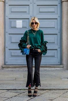 Fall winter inspo | Streetstyle | Black cropped jeans | Flare | Fishnet | Green | More on Fashionchick