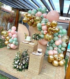 Brunch Party Decorations, Birthday Table Decorations, Balloon Decorations Party, Balloon Garland, Purple Birthday, Gold Birthday Party, Happy Birthday Balloons, Moana Birthday, Gold And Pink Balloons